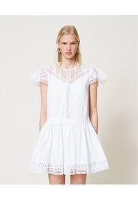 Biała sukienka TwinSet w koronkowe wzory, klasyczna