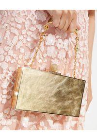 SOPHIA WEBSTER - Złota torebka Clara. Kolor: złoty. Wzór: aplikacja. Rodzaj torebki: do ręki