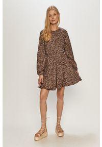 Jacqueline de Yong - Sukienka. Materiał: tkanina. Długość rękawa: długi rękaw. Typ sukienki: rozkloszowane