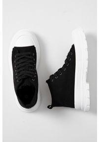 Answear Lab - Trampki. Nosek buta: okrągły. Zapięcie: sznurówki. Kolor: czarny. Materiał: guma. Styl: wakacyjny