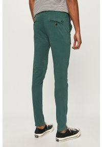 Mustang - Spodnie. Okazja: na co dzień. Kolor: zielony. Materiał: tkanina. Wzór: gładki. Styl: casual