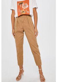 Beżowe spodnie materiałowe ANSWEAR wakacyjne
