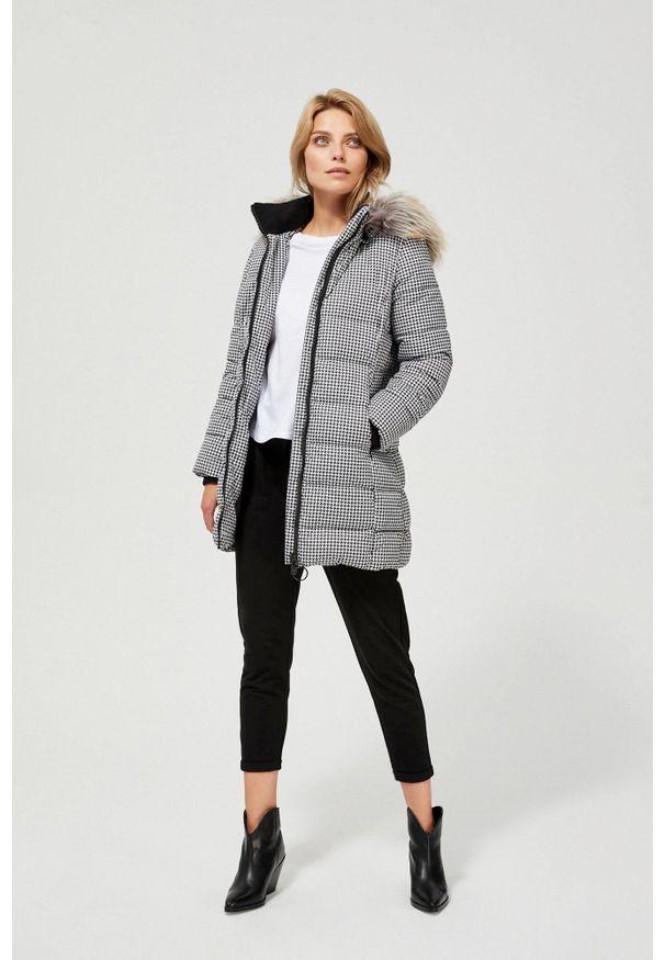 MOODO - Pikowana kurtka z futerkiem. Typ kołnierza: kaptur. Materiał: futro. Długość rękawa: długi rękaw. Długość: długie