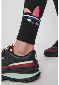 adidas Originals - Legginsy. Stan: podwyższony. Kolor: czarny. Materiał: bawełna, dzianina. Wzór: nadruk