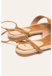 Beżowe sandały ANSWEAR na sznurówki