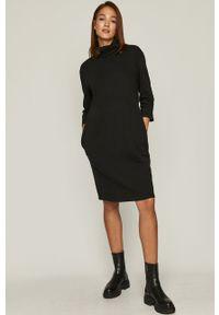 Czarna sukienka medicine mini, prosta, z golfem, casualowa