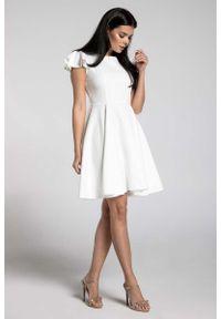 Sukienka rozkloszowana Nommo z krótkim rękawem