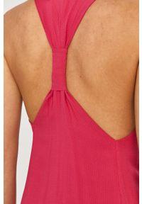 Silvian Heach - Sukienka. Kolor: różowy. Materiał: tkanina. Wzór: gładki. Typ sukienki: rozkloszowane