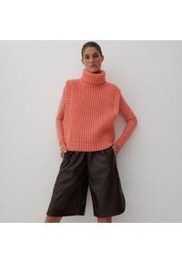 Reserved - Spodnie typu bermudy - Brązowy. Kolor: brązowy