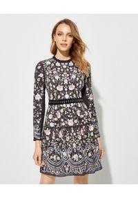 NEEDLE & THREAD - Czarna sukienka w kwiaty. Kolor: czarny. Materiał: materiał. Wzór: kwiaty