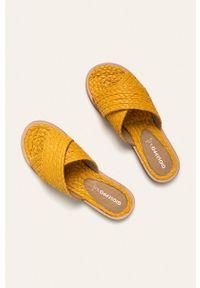 Żółte klapki Gioseppo