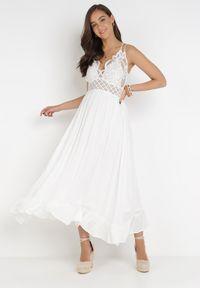 Born2be - Biała Sukienka Coridoe. Kolor: biały. Materiał: koronka. Długość rękawa: na ramiączkach. Wzór: koronka, ażurowy. Długość: maxi