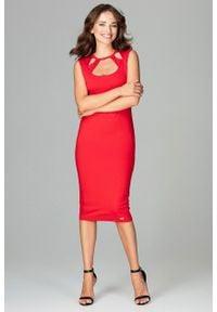e-margeritka - Dopasowana sukienka z ozdobnym dekoltem czerwona - l. Typ kołnierza: typu klepsydra. Kolor: czerwony. Materiał: poliester, elastan, wiskoza, materiał. Długość rękawa: bez rękawów. Sezon: jesień. Typ sukienki: proste, kopertowe. Styl: elegancki. Długość: midi