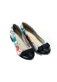 Czarne baleriny Zapato bez zapięcia, w kwiaty, wąskie, na spacer