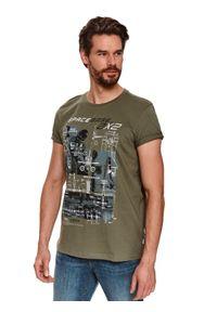 Brązowy t-shirt TOP SECRET z krótkim rękawem, z nadrukiem, krótki
