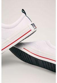 Białe niskie trampki Tommy Jeans z okrągłym noskiem, z cholewką