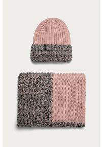Różowa czapka Answear Lab wakacyjna