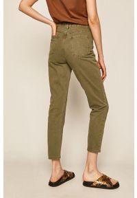 Zielone jeansy loose fit medicine