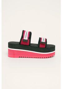 Czerwone klapki Tommy Jeans