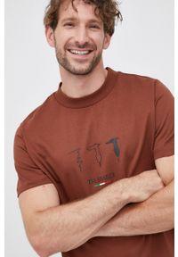 Trussardi Jeans - T-shirt. Okazja: na co dzień. Kolor: brązowy. Wzór: nadruk. Styl: casual