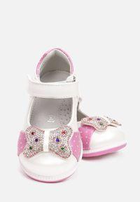 Born2be - Białe Balerinki Calyphanea. Wysokość cholewki: przed kostkę. Nosek buta: okrągły. Zapięcie: rzepy. Kolor: biały. Szerokość cholewki: normalna. Wzór: nadruk. Sezon: lato