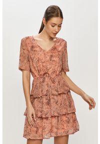 Jacqueline de Yong - Sukienka. Okazja: na co dzień. Kolor: pomarańczowy. Długość rękawa: krótki rękaw. Typ sukienki: proste. Styl: casual
