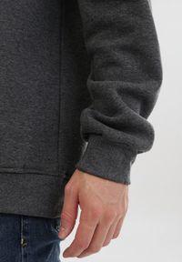 Born2be - Ciemnoszara Bluza Limothea. Kolor: szary. Materiał: polar. Długość rękawa: długi rękaw. Długość: długie