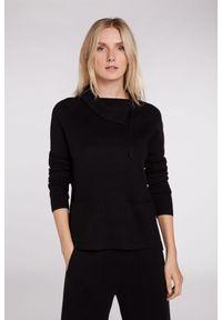 Sweter z zapięciem przy szyi Oui. Kolor: czarny. Materiał: bawełna, akryl