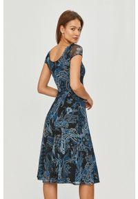 Desigual - Sukienka. Kolor: niebieski. Materiał: dzianina. Długość rękawa: krótki rękaw. Typ sukienki: rozkloszowane