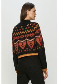 Czarny sweter Noisy may na co dzień, raglanowy rękaw