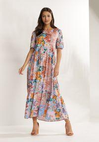Renee - Liliowa Sukienka Vivialina. Kolor: fioletowy. Wzór: nadruk, aplikacja, kolorowy. Typ sukienki: rozkloszowane. Styl: retro. Długość: maxi
