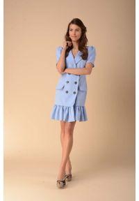 Nommo - Sukienka z Falbanką Zapinana na Guziki - Błękitna. Kolor: niebieski. Materiał: wiskoza, poliester