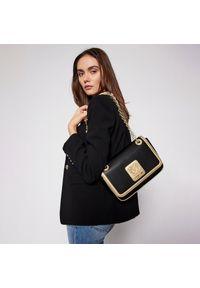 Czarna torebka klasyczna Love Moschino skórzana