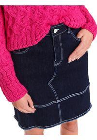 TOP SECRET - Jeansowa spodnica z kieszeniami. Okazja: do pracy, na spotkanie biznesowe. Kolor: niebieski. Materiał: jeans. Sezon: wiosna. Styl: klasyczny, biznesowy