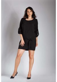 Nommo - Czarna Nowoczesna Sukienka z Zamkiem przy Dekolcie PLUS SIZE. Kolekcja: plus size. Kolor: czarny. Materiał: wiskoza, poliester. Typ sukienki: dla puszystych