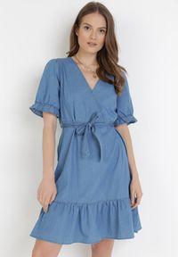 Born2be - Niebieska Sukienka Phisa. Kolor: niebieski. Materiał: tkanina, materiał, jeans. Typ sukienki: kopertowe, sportowe, rozkloszowane. Styl: sportowy. Długość: mini