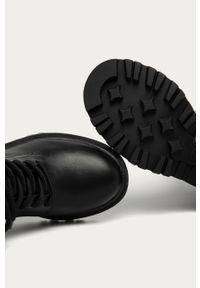 Czarne botki Guess Jeans na sznurówki, z cholewką, z okrągłym noskiem