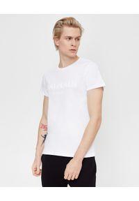 Balmain - BALMAIN - Biały t-shirt z logo. Okazja: na co dzień. Kolor: biały. Materiał: bawełna. Wzór: haft. Sezon: lato. Styl: casual, klasyczny