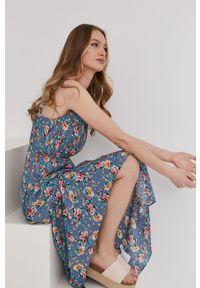 Niebieska sukienka Answear Lab w kwiaty, na ramiączkach, wakacyjna