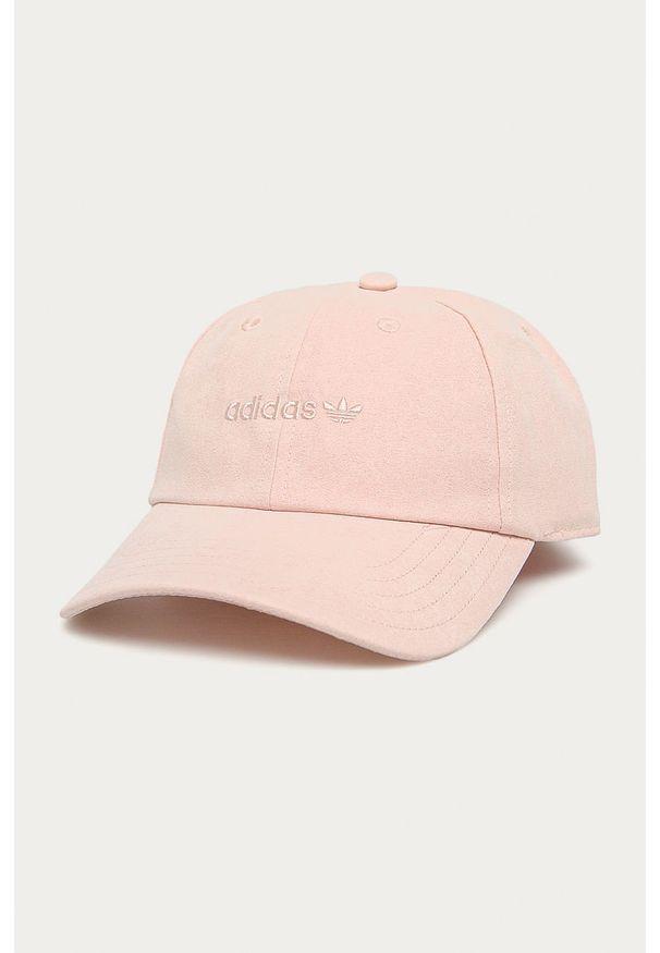 Różowa czapka z daszkiem adidas Originals z aplikacjami