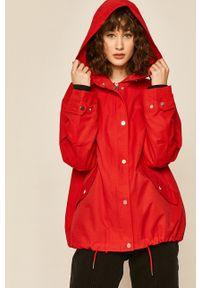 Czerwony płaszcz medicine z kapturem