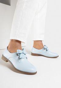 Born2be - Niebieskie Półbuty Nahny. Zapięcie: sznurówki. Kolor: niebieski. Materiał: jeans. Wzór: kwiaty, gładki. Obcas: na obcasie. Styl: klasyczny. Wysokość obcasa: niski