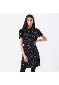 Cropp - Sukienka w grochy - Czarny. Kolor: czarny. Wzór: grochy