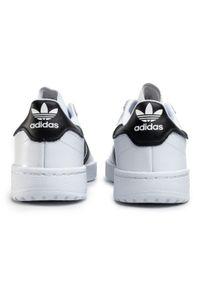 Białe półbuty Adidas na co dzień, z cholewką