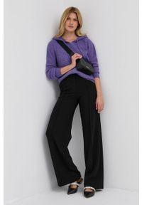 Patrizia Pepe - Sweter z domieszką wełny. Typ kołnierza: kaptur. Kolor: fioletowy. Materiał: wełna. Długość rękawa: długi rękaw. Długość: długie. Wzór: ze splotem