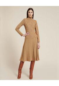 Luisa Spagnoli - LUISA SPAGNOLI - Dzianinowa sukienka midi Masucci. Typ kołnierza: golf. Kolor: brązowy. Materiał: dzianina. Długość rękawa: długi rękaw. Długość: midi