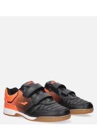 Casu - czarne buty sportowe halówki na rzepy casu a1601b-1. Zapięcie: rzepy. Kolor: pomarańczowy, czarny, wielokolorowy