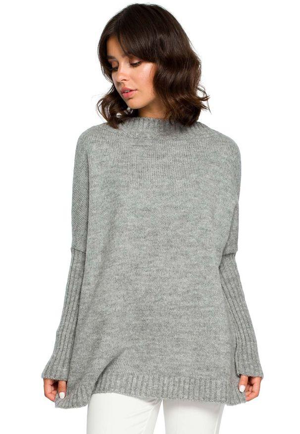 Szary sweter oversize MOE ze stójką