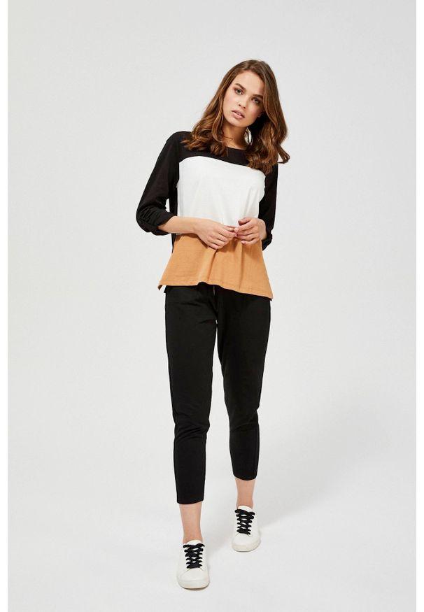 MOODO - Spodnie dresowe. Materiał: dresówka. Wzór: gładki