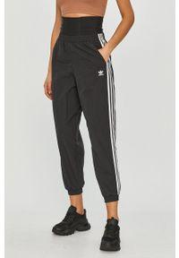 adidas Originals - Spodnie. Kolor: czarny. Materiał: tkanina. Wzór: gładki